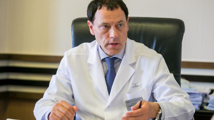 Экс-главврач онкоцентра Модестов стал советником губернатора. Еще днем его называли неэффективным