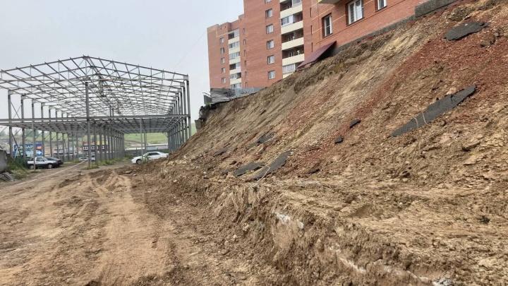 На восстановление рухнувшей подпорной стены в Солнечном выделяют 25 миллионов