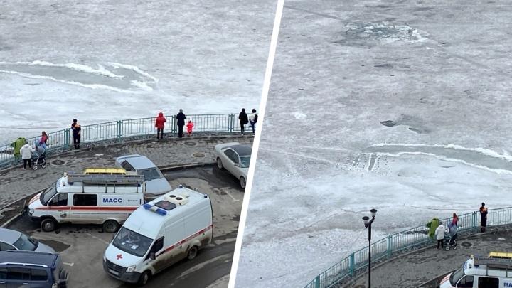 «Информацию немного исказили»: очевидец рассказал, как спасали провалившегося под лед рыбака