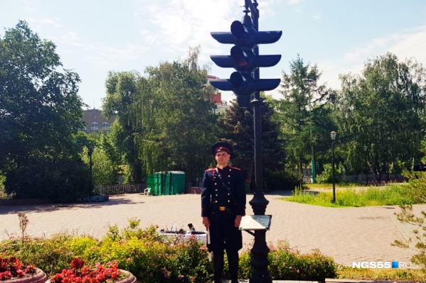 Напротив светофора, кстати, уже есть памятник Городовому