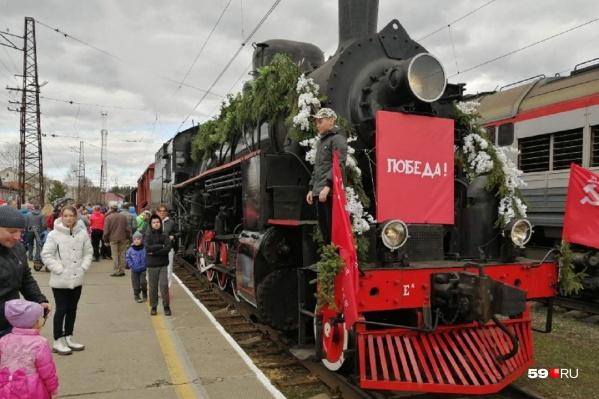 Вчера ретропоезд побывал на станции Чайковской, а сегодня стоит в Перми