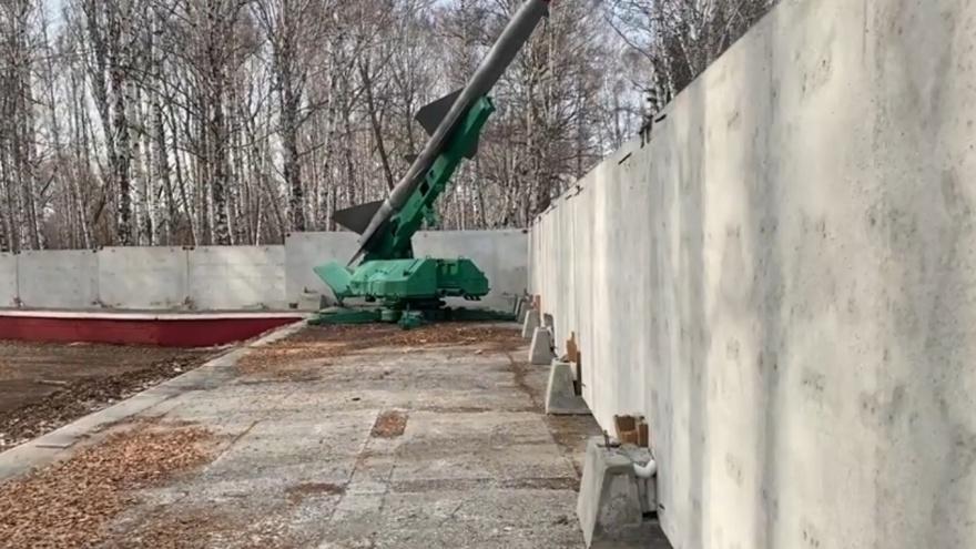 В Челябинске перекрыли доступ к могилам героев ВОВ на мемориале «Скорбящие матери»