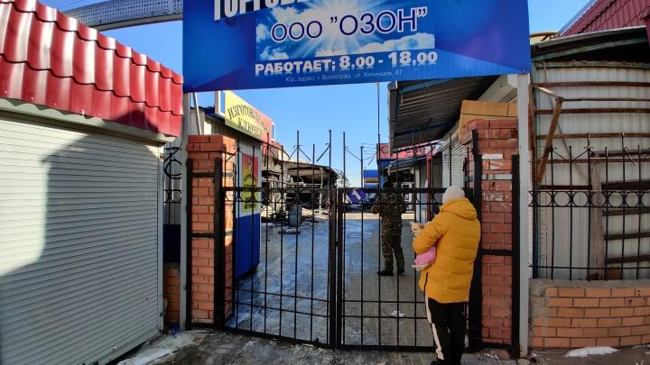 «Весь этот рынок — каменный век»: торговцы сгоревших павильонов Качинского рынка вышли на сход