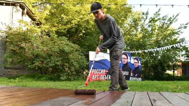 Самый первый «общак»: как горожане скинулись, чтобы превратить двор в центре Екатеринбурга в место для отдыха