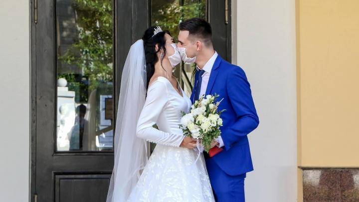 Загсы Югры будут проводить регистрации браков на улице