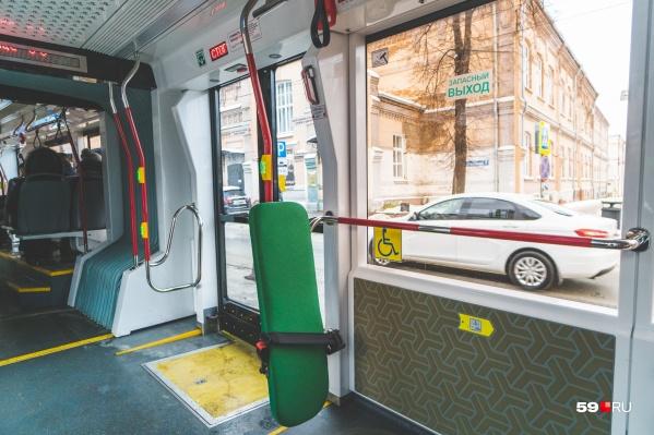 Для открытия дверей пассажирам нужно будет нажать кнопку на дверях