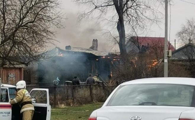 В пожаре под Ишимом погибла женщина, еще один человек в больнице