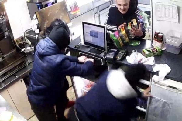 Компания объявила награду в 25 тысяч рублей за информацию о нападавших
