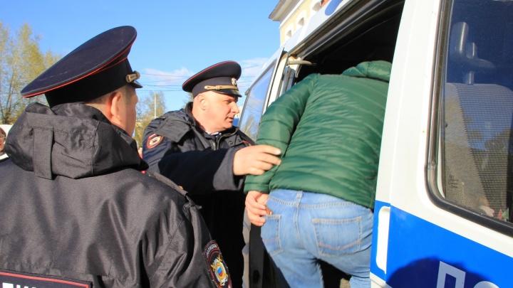 Не паниковать, не грубить, не пугать связями: как себя вести, если на улице остановил полицейский