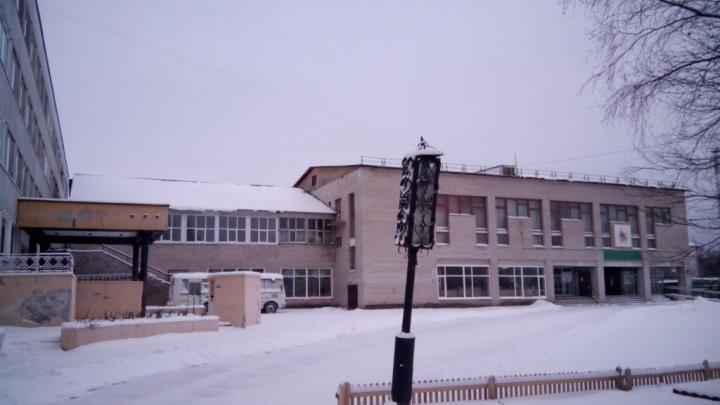 В Северодвинске погиб рабочий при замене окон в техникуме