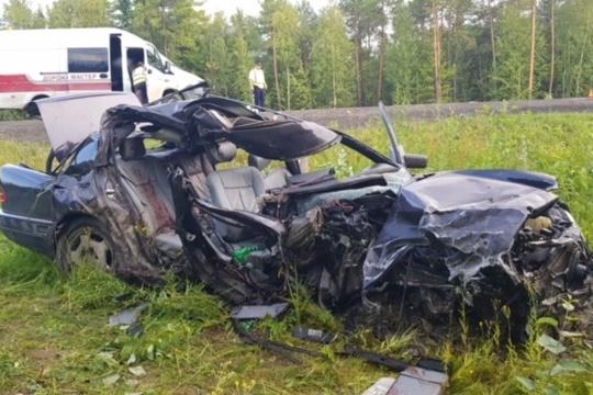 Пассажир «Мерседеса» скончался на месте, водитель доставлен в больницу