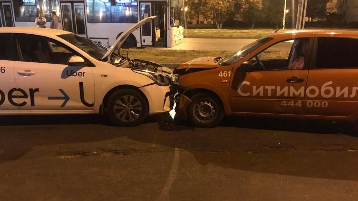 В Автозаводском районе Тольятти «поцеловались» два такси