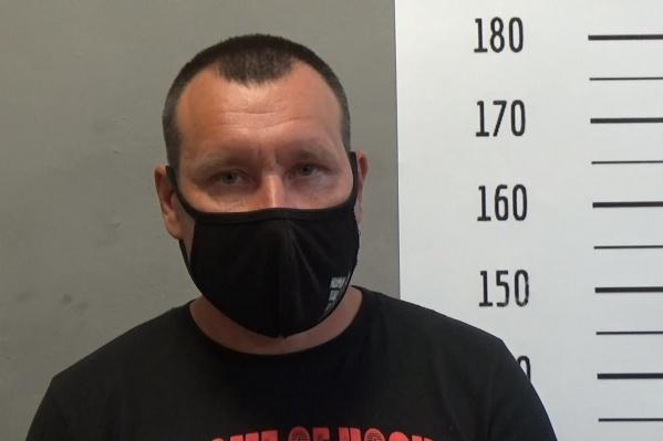 Мужчина заявил, что хочет извиниться за то, что ударил прохожего трубой по голове