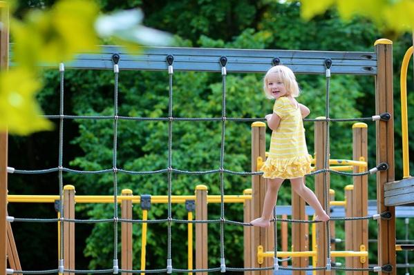 Дети рядом с тепломагистралью — грубое нарушение правил эксплуатации и безопасности