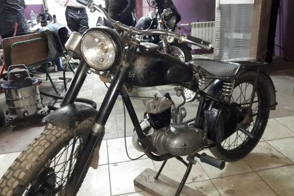 За исключением нескольких деталей, мотоцикл сохранился в оригинальной комплектации