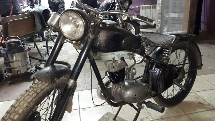 Омич выставил на продажу 70-летний советский мотоцикл по цене китайского мопеда