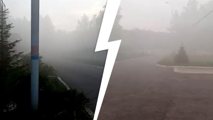 «В 15 метрах ничего не видно»: на юге Екатеринбурга произошел выброс газа, облако накрыло поселок