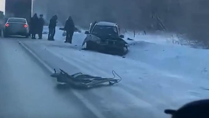 На трассе под Новосибирском столкнулись две иномарки— один человек погиб на месте