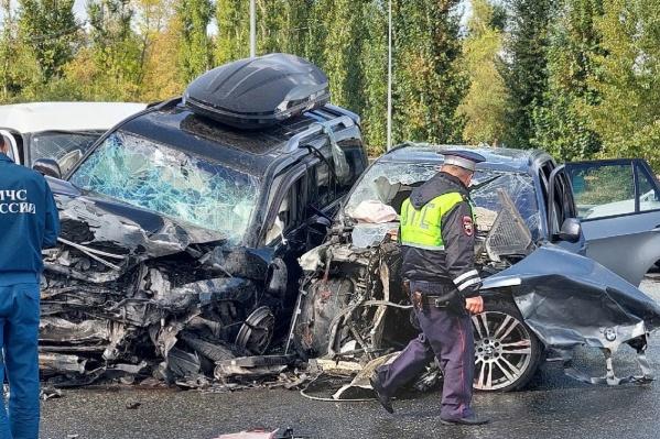 Шесть человек пострадали в этой аварии. Одному из них потребовалась экстренная операция