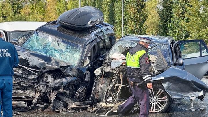Следователи завели уголовное дело на водителя BMW X5, который устроил массовое ДТП на Стреле