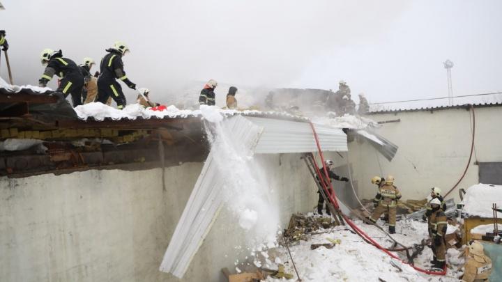Сладости в огне: появились фото с пожара около овощебазы на Олимпийской