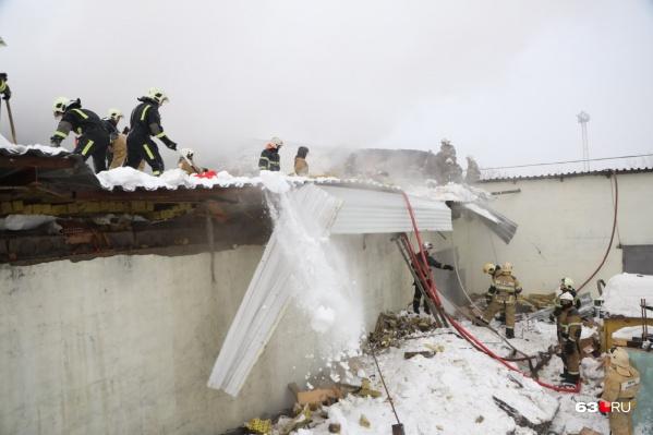 На место происшествия направили пожарные расчеты по повышенному рангу