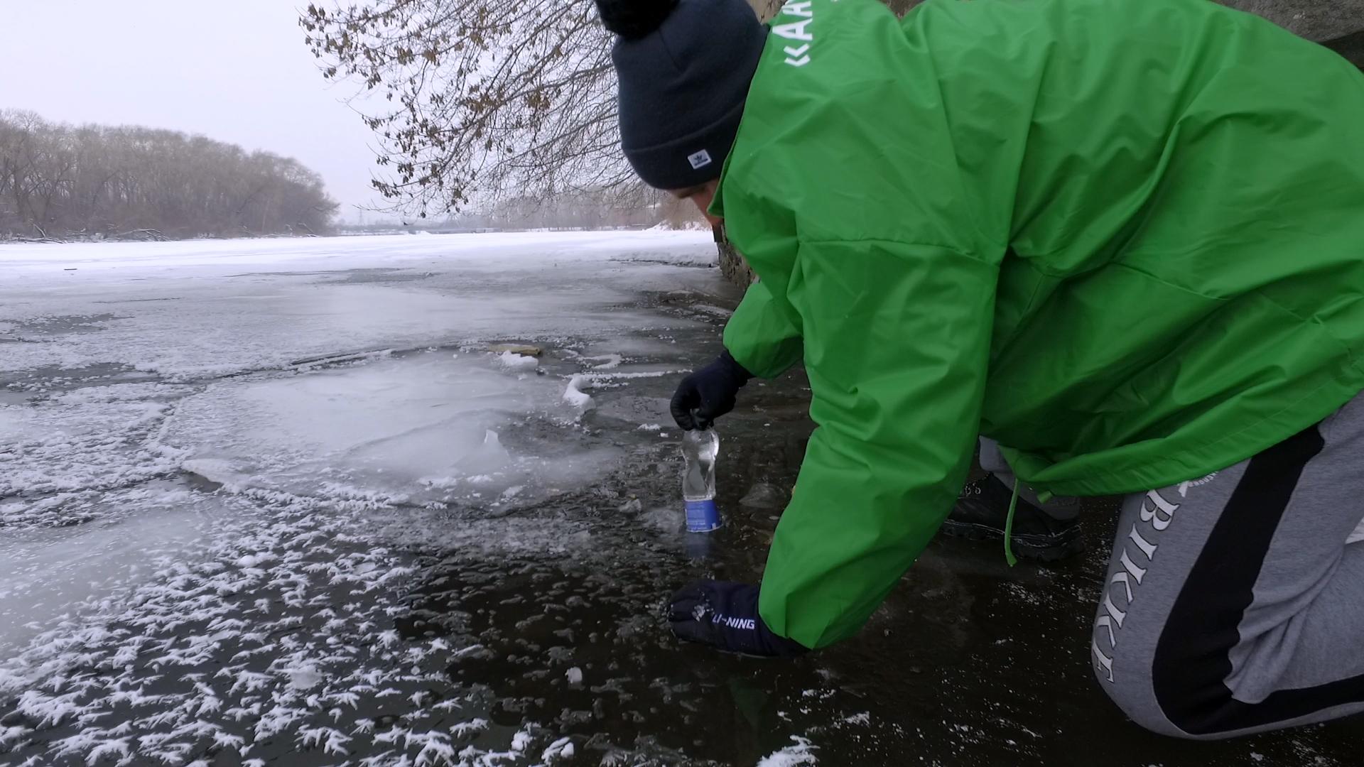 Активисты взяли пробы в местах, где обнаружили слив сточных вод