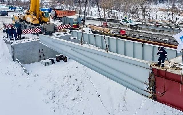 Свершилось! Подрядчики соединили пролеты нового моста через реку Сок