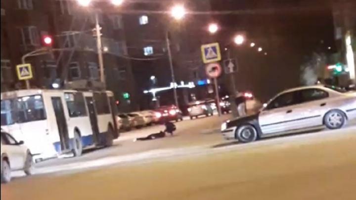 В Екатеринбурге в районе Южного автовокзала водитель Lada сбил девушку