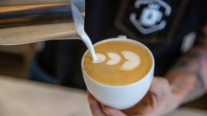 Как работают в «Академии Кофе»? Зарплаты до 150 тысяч рублей, запрет на мат и курение, бесплатные обеды
