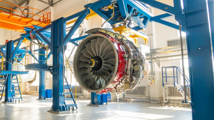 Будущее нашей авиации: как собирают двигатель для российского «самолета XXI века»