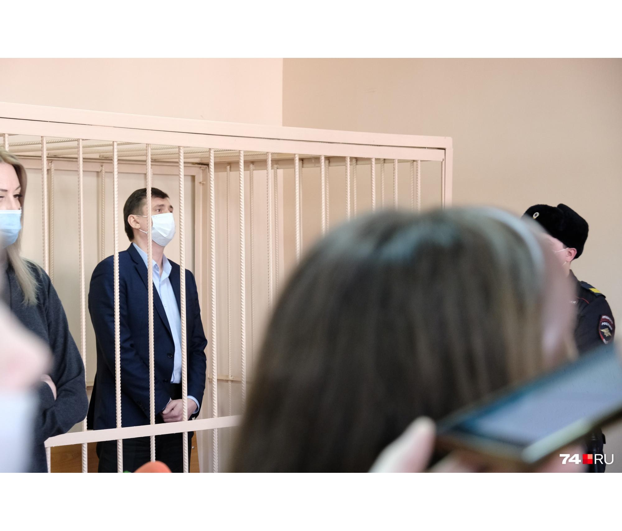 Приятель Олега Извекова уже дал показания, теперь очередь за чиновником