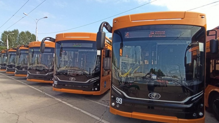 С зарядкой для телефона и климат-контролем: в Самаре начали курсировать новые троллейбусы «Адмирал»