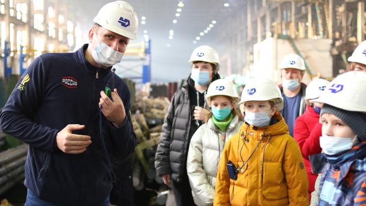 Команде детского технопарка «Кванториум» показали кузнечное производство на ЧКПЗ