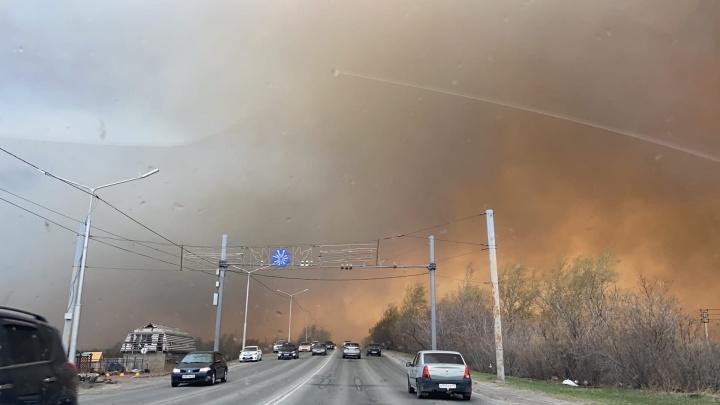 Площадь пожара — 1,5 тысячи квадратных метров: в Кургане горели заброшенные дачи