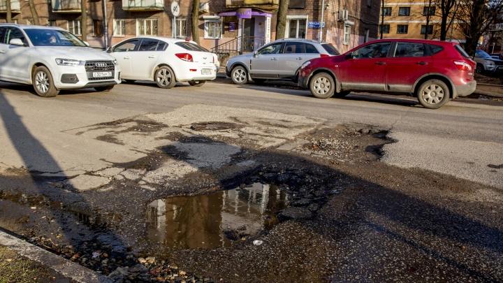 «Ямы, выпирающие колодцы и грязь»: дорожные активисты составили топ-7 самых ужасных дорог Ярославля
