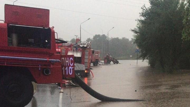 Трассу Новороссийск — Керчь перекрыли из-за затопления