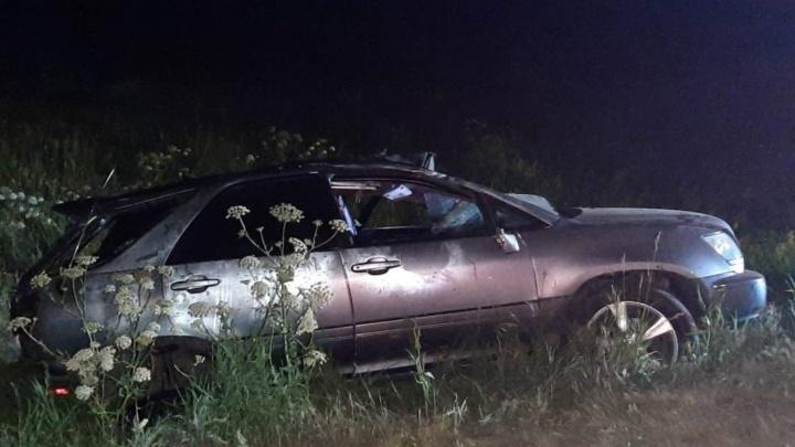 В Таврическом районе «Лексус» вылетел в кювет и перевернулся — погиб водитель
