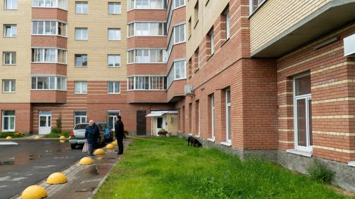 «Приходили люди в камуфляже»: общаемся с соседями секс-притона в новостройке Архангельска
