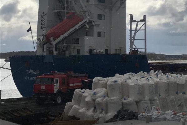Члены экипажа судна вышли на берег сами, никто не пострадал