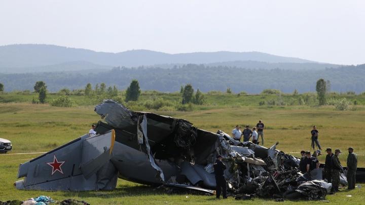 «Трое еще в тяжелом состоянии»: медики — о пострадавших при крушении самолета на Танае парашютистах