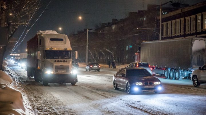 В Новосибирске ограничат движение грузовиков— с чем это связано
