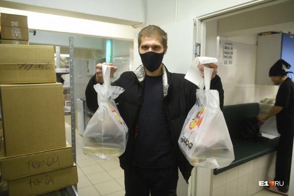 Доставка еды стала особенно популярной в начале пандемии, когда в Екатеринбурге действовали строгие ограничения