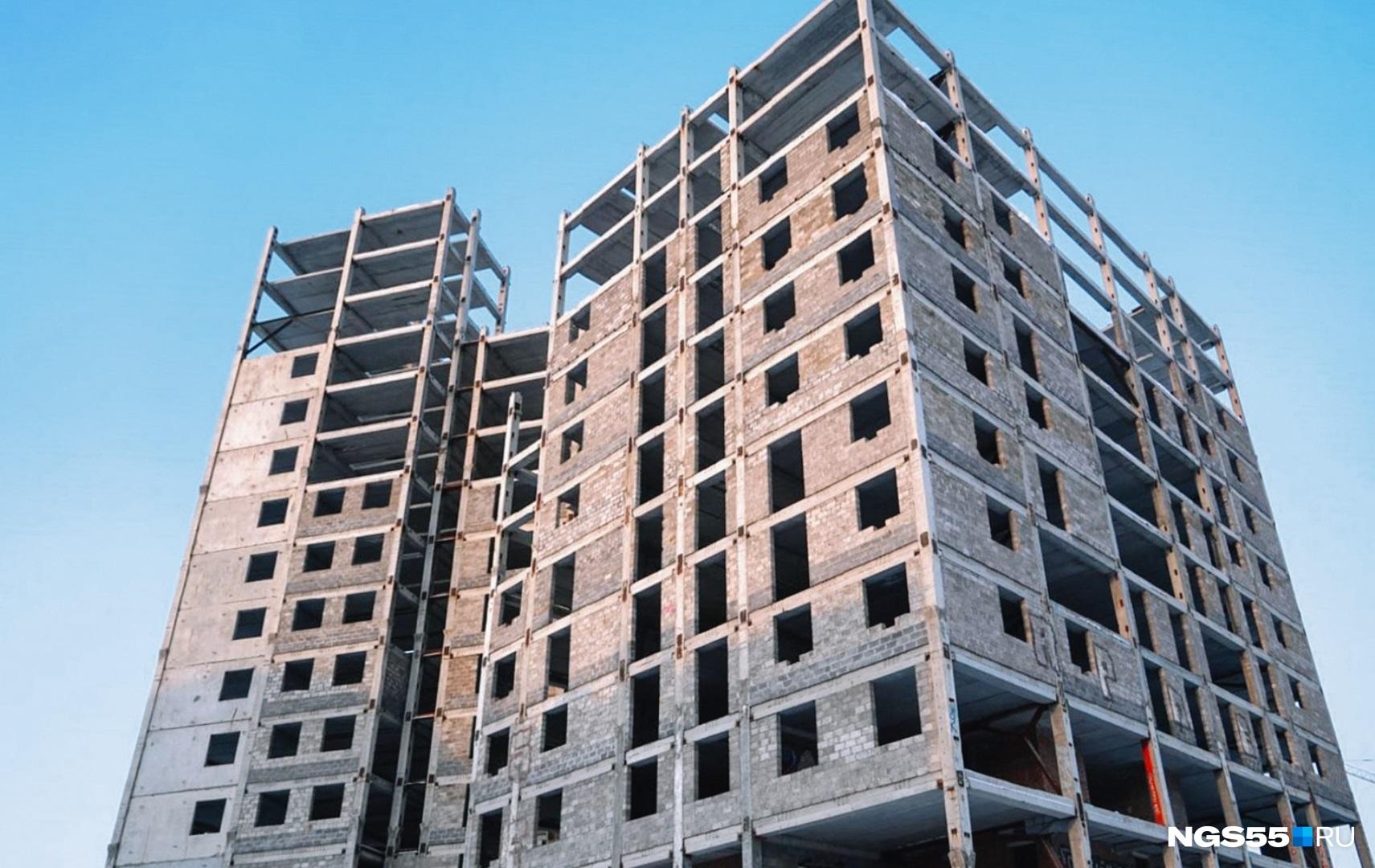 На достройку проблемной многоэтажки на 70 лет Октября выделили 281 миллион рублей