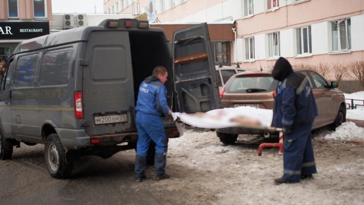 В Архангельске погиб мужчина, выпавший с девятого этажа гостиницы «Двина»