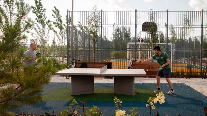 В ЖК «Айвазовский City» открылся уникальный парк с ветряными скульптурами, фонтанами и лабиринтом