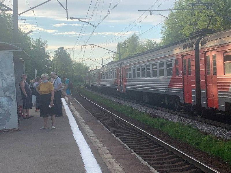 На Приозерском направлении сбой в движении электричек. Возвращение в Петербург дачников откладывается почти на час