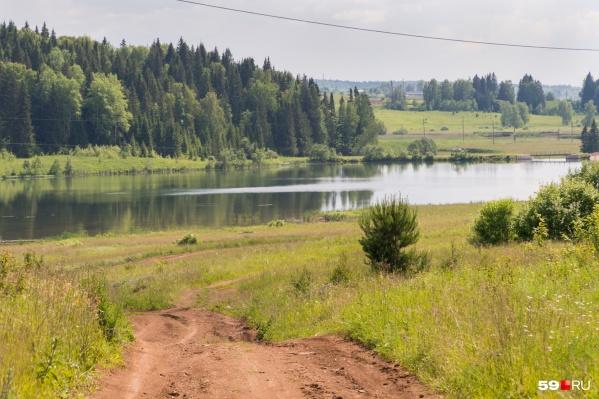 Вид на реку Атер и пруд за поселком Щучье Озеро