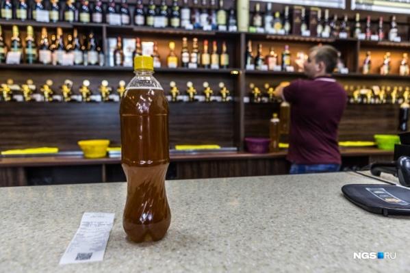 """Если новосибирцы видят нарушения в работе алкогольных магазинов, они могут обращаться с жалобами в Минпромторг НСО и <nobr class=""""_"""">в УМВД РФ</nobr> <nobr class=""""_"""">по Новосибирску</nobr>"""