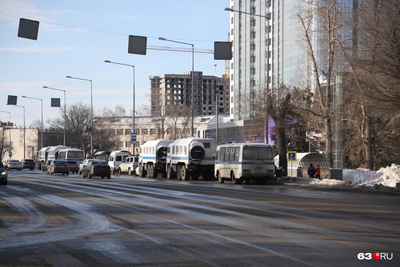 Автозаки дежурили у «Звезды» с раннего утра
